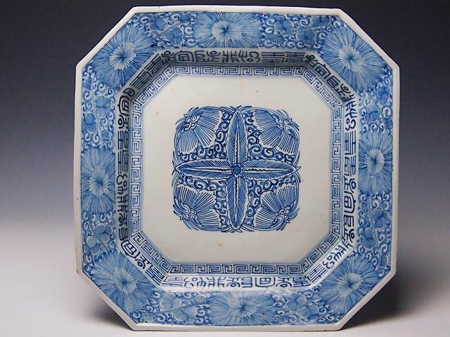95 染付花クルス文隅切方形皿1820~60年代 口径35.2cm高さ6cm PB070776